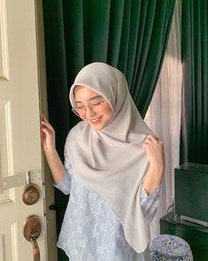 aidil adha 🐚 Modest Fashion Hijab, Casual Hijab Outfit, Hijab Chic, Muslim Fashion, Ootd Hijab, Arab Girls Hijab, Girl Hijab, Muslim Girls, Beautiful Muslim Women