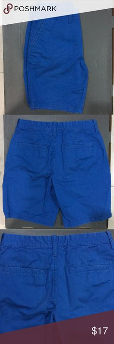 Old Navy Men's 28W Slim Blue Shorts A pair of men's Old Navy size 28 waist slim fit blue shorts. In great condition. Kept in a clean and smoke free environment. Old Navy Shorts Flat Front
