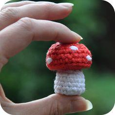Grietjekarwietje: Haakpatroon: Klein paddestoeltje / Free pattern: Little mushroom Hey if you need a quick CROCHET FIX this will do it! Crochet Amigurumi, Crochet Food, Cute Crochet, Amigurumi Patterns, Crochet Crafts, Crochet Dolls, Yarn Crafts, Crochet Projects, Crochet Patterns