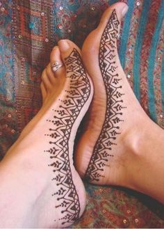 henna feet - simple, I can definately recreate this...
