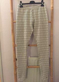 À vendre sur #vintedfrance ! http://www.vinted.fr/mode-femmes/leggings/26415307-un-jegging-noir-et-blanc-pres-du-corps