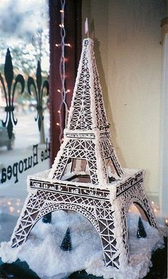 gingerbread eiffel tower... I've been wanting to make one of these for years, turns out someone has!