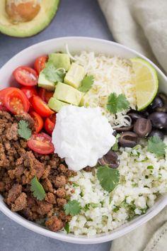 Taco Cauliflower Rice Bowls - The Clean Eating Couple nutrition of cauliflower - Nutrition Low Carb Tacos, Healthy Tacos, Low Carb Lunch, Healthy Recipes, Keto Recipes, Free Recipes, Yogurt Recipes, Simple Recipes, Ketogenic Diet Meal Plan