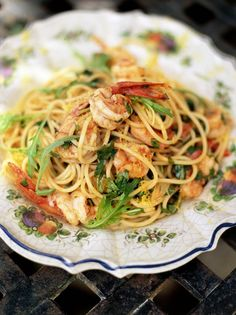 Spaghetti with prawns and tomato. Took 0h20m. Add halved cherry tomatoes, can swap rocket for parsley. Add prawns very late unless raw.