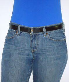 Slimware - Flat in front.  www.hartwares.com, www.amazon.com/Flat-Buckle-Belt-Slimware-Black/dp/B00CWHLU94/ref=sr_1_1?ie=UTF8=1372905287=8-1=hartwares+belt
