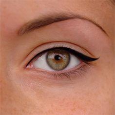 almond_eye_look_step_1_eyeliner