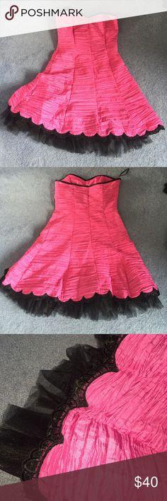 Jessica McClintock Pink and Black ruffled dress Jessica McClintock Pink and Black Ruffled Cocktail Dress. Size 9. Never worn! Missing a hangar strap. Jessica McClintock Dresses Strapless