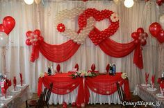 looks like the background in the wedding singer when Cindy & Scott are newlyweds! whoopa-dee-do Ballon Decorations, Wedding Stage Decorations, Valentine Decorations, Birthday Decorations, Deco Ballon, Red And White Weddings, The Wedding Singer, Wedding Balloons, Deco Table