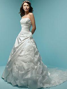 Belle robe de mariée en Satin et en orgeti avec une applique de fleur