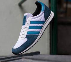 Guy Shoes, Men's Shoes, Mens Fashion Shoes, Men's Fashion, Shoe Wall, Kicks Shoes, Athletic Gear, Adidas Originals, Vintage Adidas