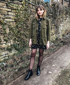 A khaki military jacket is definitely one of my top spring staples! Shop this one now for link in my… Spring Tops, 98, Grunge Fashion, Foto E Video, Capsule Wardrobe, New Look, Military Jacket, Punk, Instagram