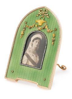 Fabergé Jewelled Gilded Silver and Translucent Enamel Small Photograph Frame, Workmaster Karl Hjalmar Armfelt, St. Antique Frames, Antique Gold, Faberge Jewelry, Faberge Eggs, Pearl Set, My Favorite Color, Green And Gold, Desk Accessories, Picture Frames