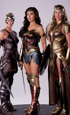 General Antíope, Princesa Diana e Rainha Hipólita Wonder Woman Kunst, Wonder Woman Art, Gal Gadot Wonder Woman, Wonder Woman Movie, Wonder Woman Cosplay, Wonder Women, Modelos Calvin Klein, Amazons Wonder Woman, Wonder Woman Pictures