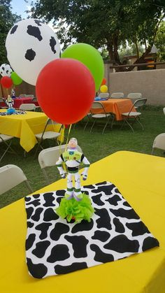 10 Toy Story Centerpieces For Tables Elegant and Lovely Toy Story Centerpieces Ideas Toy Story Decor Toy Story Baby, Jessie Toy Story, Toy Story Theme, Toy Story Centerpieces, Toy Story Decorations, Woody Birthday, Toy Story Birthday, 2nd Birthday, Birthday Ideas