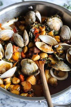 This easy steamed clams recipe is packed with flavor: Spanish chorizo, fresh tomatoes, potatoes and kale. It's a perfect Paleo one pot weeknight meal.