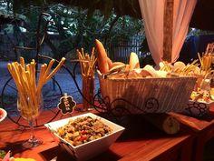 Mesa de pães e antepastos. <3 #Wedding #PãesAntepastos