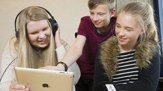 Suomalaiset opettajat pääsevät ensimmäisenä maailmassa käyttämään maksutonta Yle Uutisluokka Triplet -palvelua, joka tuottaa Ylen uutisista opetusmateriaalia oppitunneille joka arkiaamu. Palvelu on tarkoitettu peruskouluille sekä toisen asteen oppilaitoksille.  Yle Uutisluokka Triplet tarjoaa opettajille helppokäyttöisen palvelun käsitellä uutisten maailmaa opetuksessaan. Palvelu auttaa kytkemään ajankohtaiset asiat osaksi opetusta. Palvelussa käsitellään päivittäin kolmea uutista.