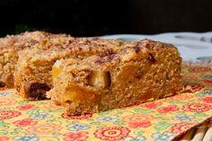 Aprenda a preparar bolo vegano de frutas com esta excelente e fácil receita.  O bolo vegano de frutas é uma excelente alternativa sem glúten ao bolo de reis de Natal...
