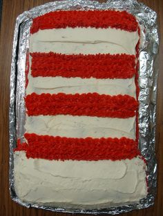 Love this simple #cake #cat in the hat Dr. #Seuss