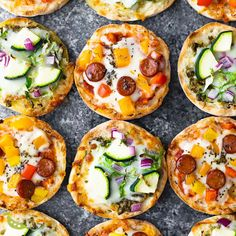 Recipes Snacks Videos This English muffin pizza recipe is perfect for kids or an afternoon snack! They are so easy to prep ahead and freeze for an easy meal prep snack. English Muffin Pizza, English Food, English Muffins, English Meals, English Muffin Breakfast, Lunch Recipes, Breakfast Recipes, Cooking Recipes, Mini Pizza Recipes