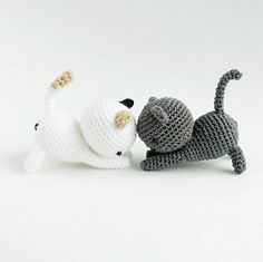 A pattern to fill your own garden and living room with cute kittens. :)