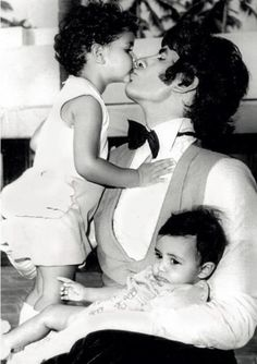 ...adorable throwback picture of the Bachchans shared by Mr.Bachchan