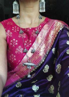 Source by sniggdda clothes indian Sari Blouse Designs, Fancy Blouse Designs, Saree Jewellery, Fashion Jewellery, Banarsi Saree, Lehenga, Indian Blouse, Indian Sarees, Pakistani