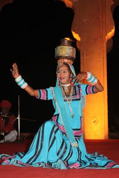Chain yourself to the beauty of the different folk dance in India. Bask in its origin, rules, and legends. In the spotlight: Bhangra, Chau, Garba and more. Simple Dance, Tribal Community, Dance Images, Tribal Dance, Dance Movement, Folk Dance, Buddhist Art, Culture, Indian