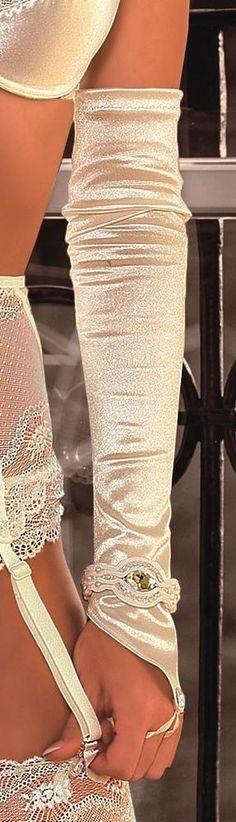 Paire de gants écru mariage satiné ROZA ESSME