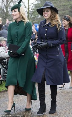 Princess Beatrice and Autumn Phillips joined a beaming Princess Eugenie and her husband Jack Brooksbank at St Mary Magdalene Church in Sandringham for the Christmas Day service. Windsor, Princess Eugenie And Beatrice, St Mary Magdalene Church, Autumn Phillips, Royal Christmas, Christmas Service, Eugenie Of York, Style Royal, Royal Uk