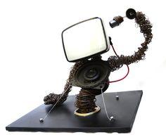 10.2  (fil di ferro, schermo da tv portatile, casse audio e pezzi di stampante)