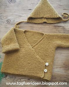 Baby wrap jacket or a freebie knitting pattern (tag for ideas) - Stricken - Babykleidung Girls Knitted Dress, Knit Baby Dress, Knitted Baby Clothes, Knitting For Kids, Baby Knitting Patterns, Kimono Diy, Baby Cardigan, Pull Bebe, Baby Sweaters