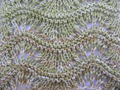 Ravelry: The Leafy Beanie pattern by The Knitting Me Knitting Stiches, Cable Knitting, Knitting Videos, Crochet Stitches Patterns, Crochet Videos, Stitch Patterns, Knitting Patterns, Knitting Machine, Crochet Diagram