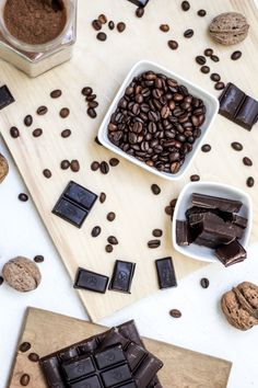 The health benefits of eating chocolate. Getting healthy in January, you can still eat chocolate. Dark Chocolate with nuts is perfect way to satisfy a sweet craving. Dark Chocolate Recipes, Café Chocolate, Chocolate Belga, Homemade Chocolate, Chocolate Lovers, Dessert Chocolate, Decadent Chocolate, Chocolate Benefits, Chocolate Making