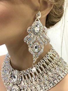 Indian Bridal Jewelry Sets, Wedding Jewelry Sets, Indian Jewelry, Wedding Accessories, Kundan Jewellery Set, Fancy Jewellery, Dress Jewellery, Jewellery Bracelets, Bib Necklaces