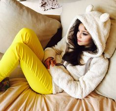 KAROL SEVILLA Disney Channel, Sofia Carson, Beautiful Girl Image, Son Luna, Girls Dpz, Poses, Stylish Girl, Favorite Tv Shows, Youtubers