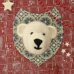 trophee-ours-crochet . Free pattern in French for a beartrophy Crochet Diy, Crochet Wool, Crochet Motifs, Crochet Bear, Crochet Animals, Crochet Crafts, Crochet Projects, Crochet Patterns, Crochet Taxidermy
