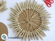 tvoření z obilí - sluníčko Holy Week, Birthday Presents, Diy Flowers, Flower Art, Holi, Flora, Interior Decorating, Weaving, Diy Crafts
