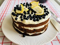 Tort cu lămâie, afine și crema de brânza – Chef Nicolaie Tomescu Romanian Desserts, Cake Videos, Kefir, Something Sweet, Biscuits, Sweet Treats, Goodies, Sweets, Cooking