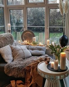 Getting these basic elements right will make a perfectly cozy reading nook. Cosy Reading Corner, Bedroom Reading Nooks, Cosy Corner, Cosy House, Cosy Interior, Cosy Room, Cozy Place, Home And Deco, Hygge
