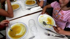 A Autoridade de Segurança Alimentar e Económica aplicou 23 processos de contraordenação e suspendeu a atividade de uma cantina escolar por motivos de higiene. http://observador.pt/2017/12/29/asae-encerrou-uma-cantina-escolar-e-aplicou-23-multas-no-final-do-1-o-periodo/