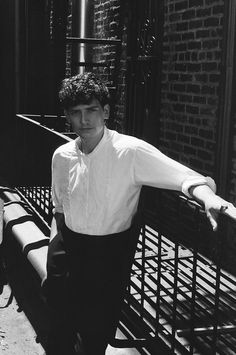 Black and White photo of Aneurin Barnard by Francesco Barion. British Men, British Actors, American Actors, Aneurin Barnard Dunkirk, Dunkirk Cast, Barry Keoghan, Fionn Whitehead, Jonathan Scott, Black And White Aesthetic