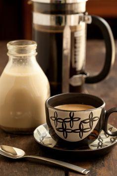 Coffee ツ  Olha só quando o leite era em litro quanta diferença tudo mudou ficou mais prático mas enfraqueceram os sabores...  ⊰º~Sol Holme~º⊰  º∮⊰ ═════════⊰∮.º