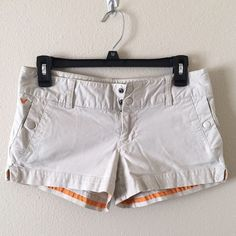 American Eagle Khaki shorts! Size 2 Good condition!! Snap buttons. Super comfy. American Eagle Outfitters Shorts