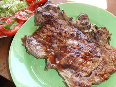 Chuletones de carne de toro a la parrilla