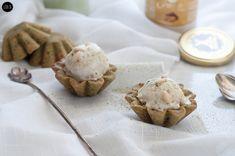 Biscotti al tè matcha e gelato ai pinoli