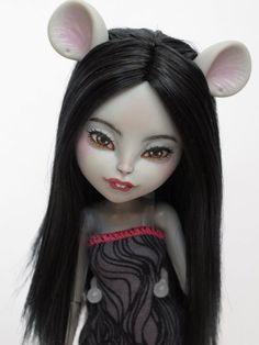 Hey, I found this really awesome Etsy listing at https://www.etsy.com/listing/255012353/monster-high-ooak-mouscedes-king-custom