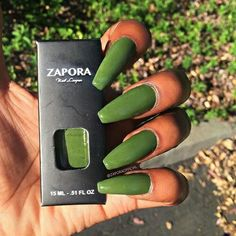 A good base is essential to have beautiful nail perfectly polished, whether with varnish or gel. Here's what you can do or advise to ensure your clients have perfect nails. 'Nail discoloration can have… Continue Reading → Love Nails, How To Do Nails, Pretty Nails, Nailart, American Nails, Halloween Nail Art, Creative Nails, Perfect Nails, Nails On Fleek