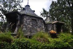 Gothic stone cabin (beautiful design!)
