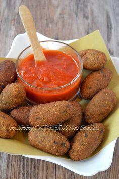 Bolinho de berinjela Veggie Recipes, Appetizer Recipes, Vegetarian Recipes, Cooking Recipes, Healthy Recipes, Good Food, Yummy Food, Portuguese Recipes, Going Vegan
